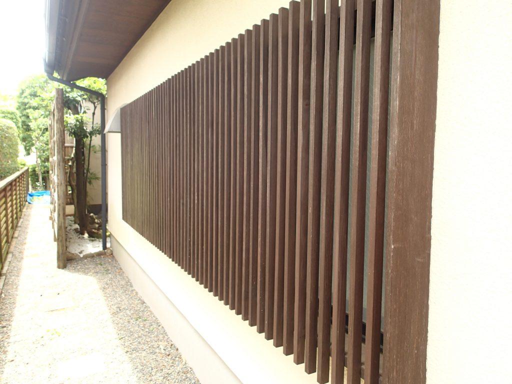 モルタル外壁と桟